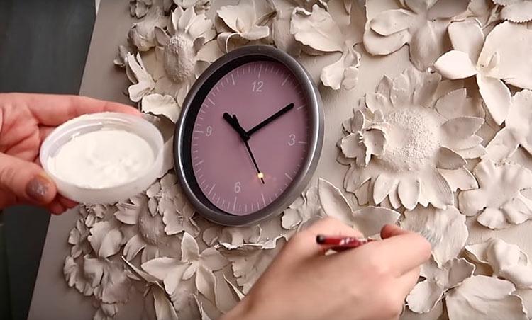 Настенное панно из гипса: мастер класс по декору часов